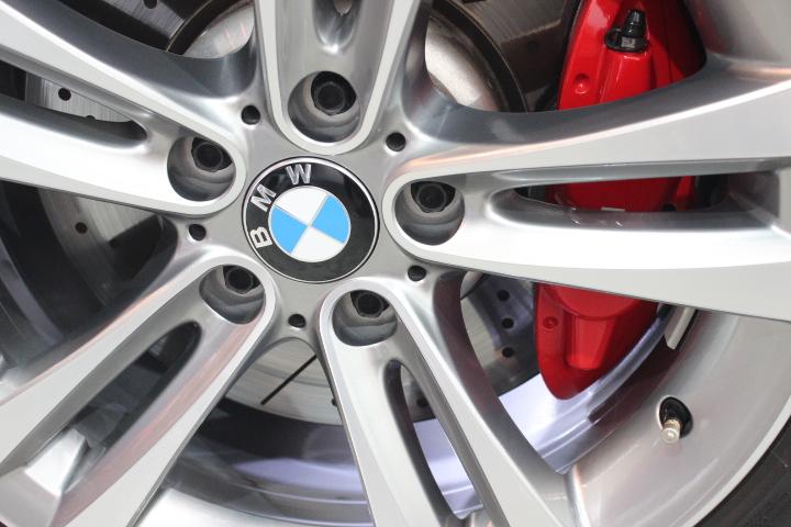 BMWホイールのクリーニングと硬化型ホイールコーティング