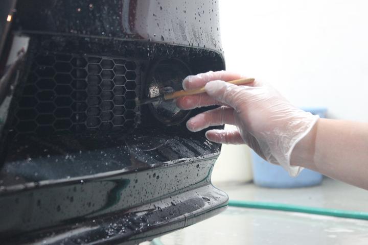 酸性ケミカルを使用した細部洗浄