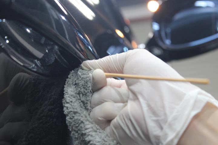 車の細部洗浄方法