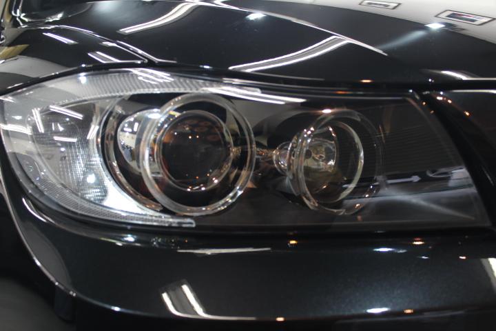 BMW320のヘッドライトへプロテクションフィルム施工