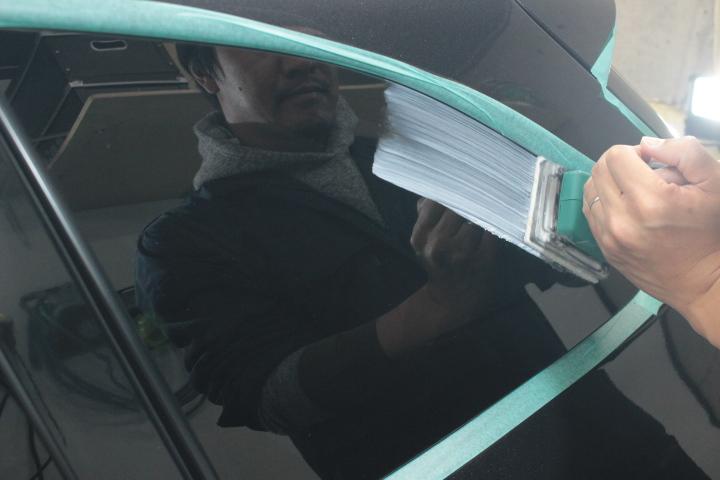 窓ガラスのシリカスケール除去磨き