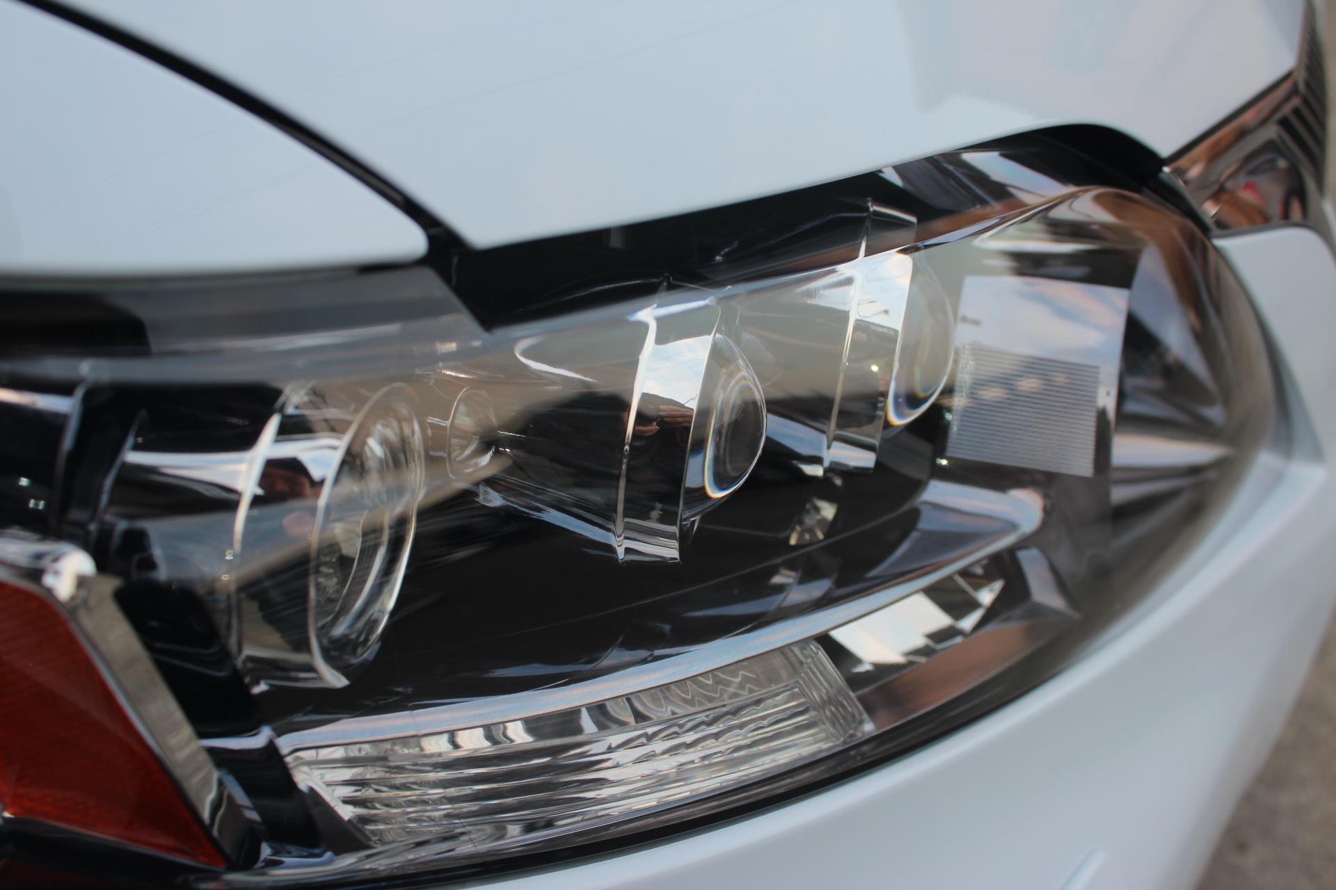 ヘッドライトの新品交換方法