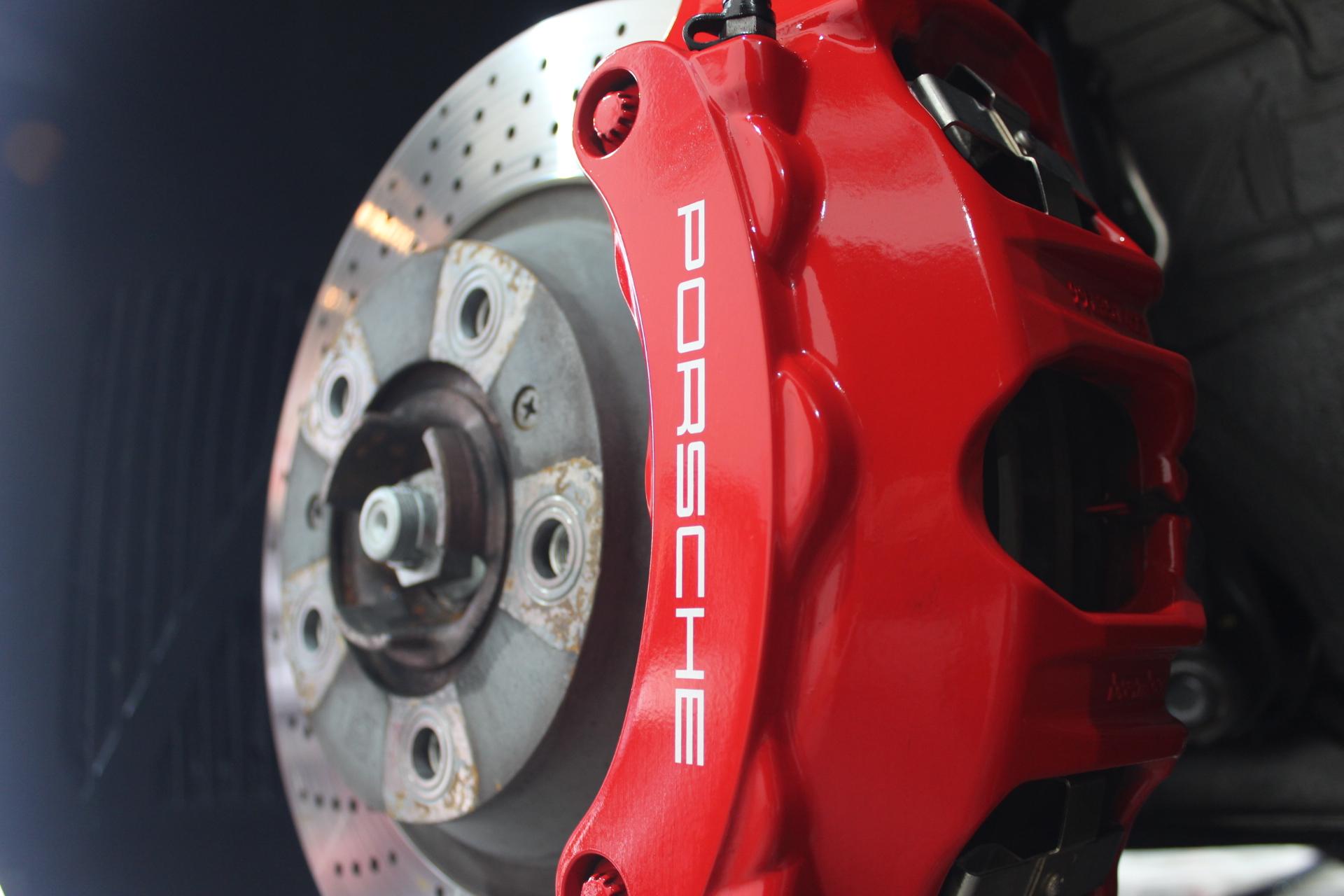 ポルシェのブレンボ製ブレーキキャリパー