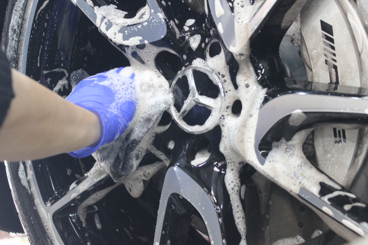 輸入車のホイールの洗浄方法