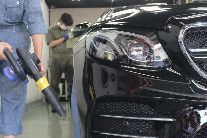 車の洗車後のブロアー画像