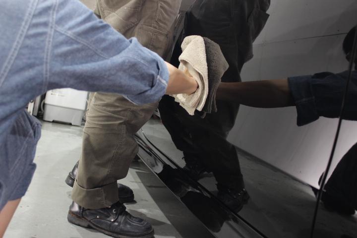 ベンツのガラスコーティング拭き上げ作業の注意点